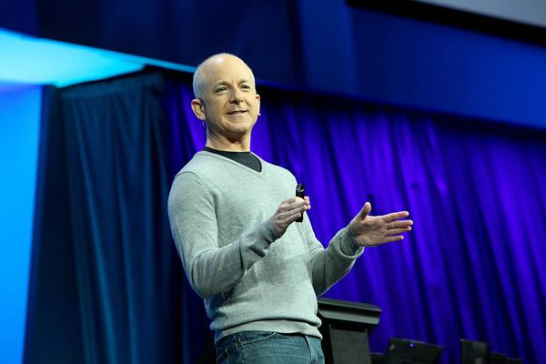 Стивен Синофски (фото Microsoft).